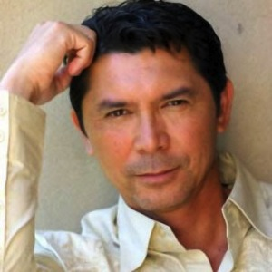 Louis Diamond Phillips plays Henry Standing Bear.